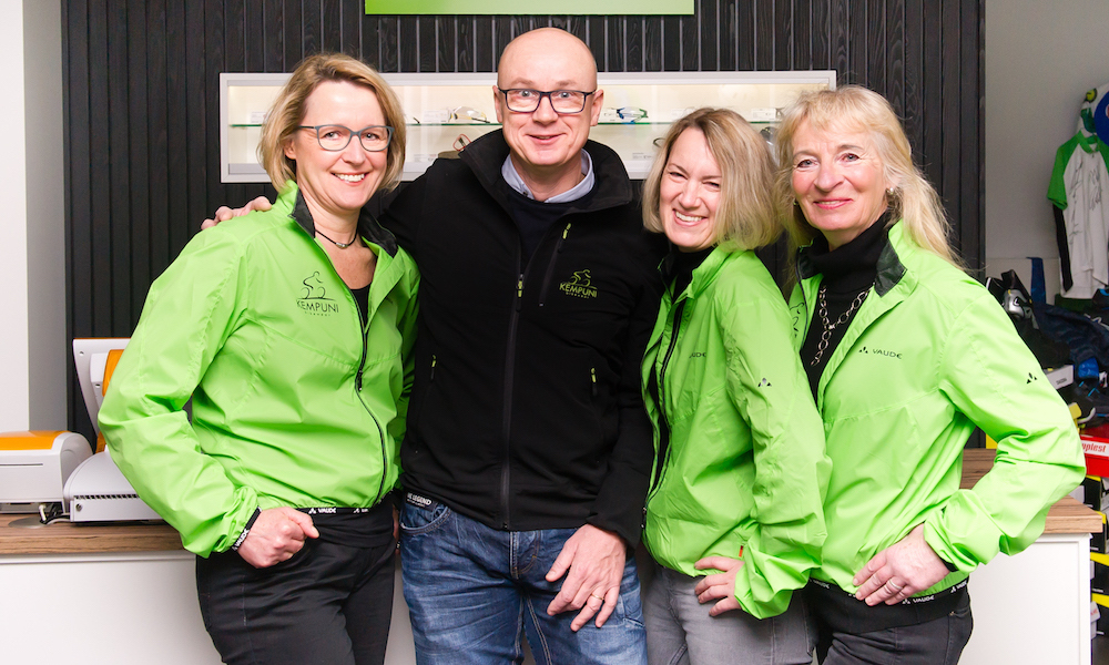 kempuni bikewear team